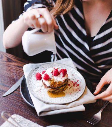 vegan+pancakes+with+raspberries+on+top