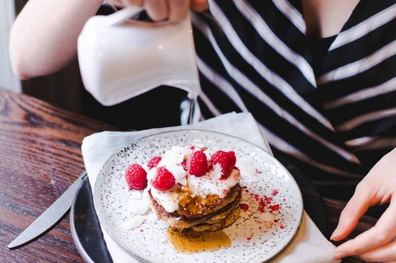 vegan+pancakes+with+raspberries+on+top