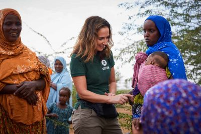 Lorraine-Keane-with-Idil-Hussein-and-her-baby-of-the-Sheik-Bilal-Community_Somaliland_66A4332