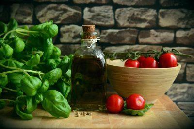 olive-oil-tomatoes-basil-eat-111134