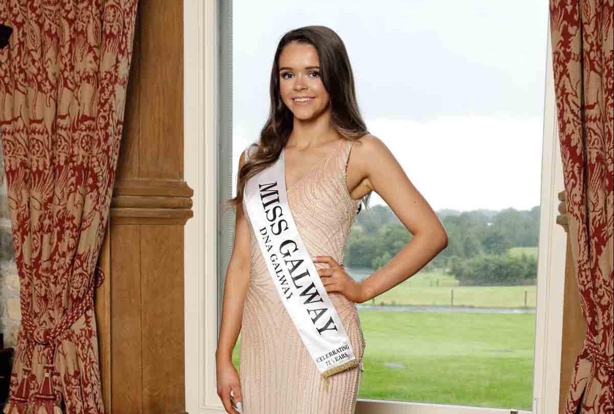 Miss-Galway-Emma-Healy-So-Amazing-Eveningwear--Sash-pic----Photographer-Ralph-McKewon